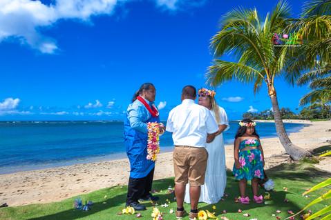 Kahala-beach-in-Hawaii-wedding-1-A-120.jpg