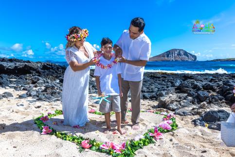 Vowrenewal-wedding-in-Hawaii-2-30.jpg