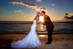 Sunset wedding photos in Hawaii 2