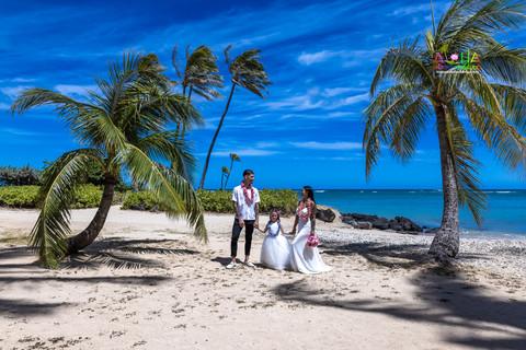 Wedding-Picture-at-Kahala-Beach-1A-430.jpg