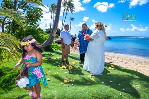 Kahala-beach-in-Hawaii-wedding-1-A-114.jpg