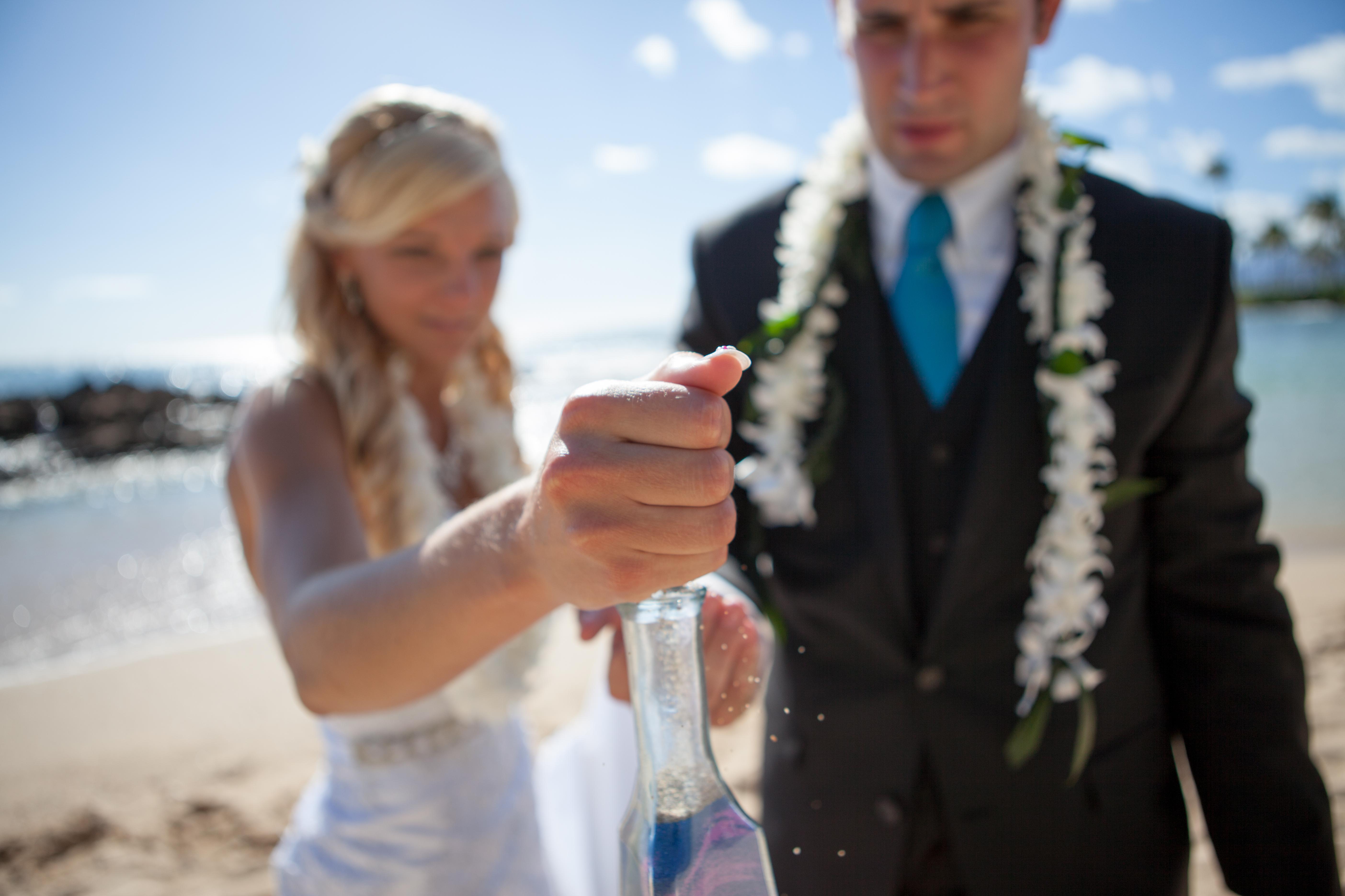 Wedding in Hawaii sand ceremony 8