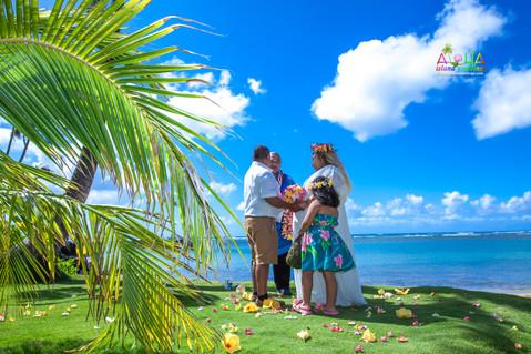 Kahala-beach-in-Hawaii-wedding-1-A-139.jpg