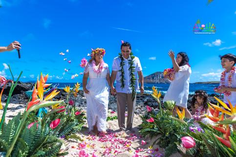 Vowrenewal-wedding-in-Hawaii-2-54.jpg