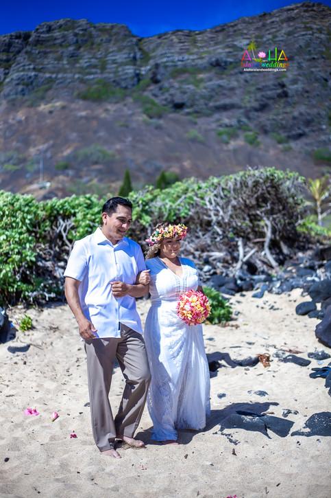 Vowrenewal-wedding-in-Hawaii-1-31.jpg