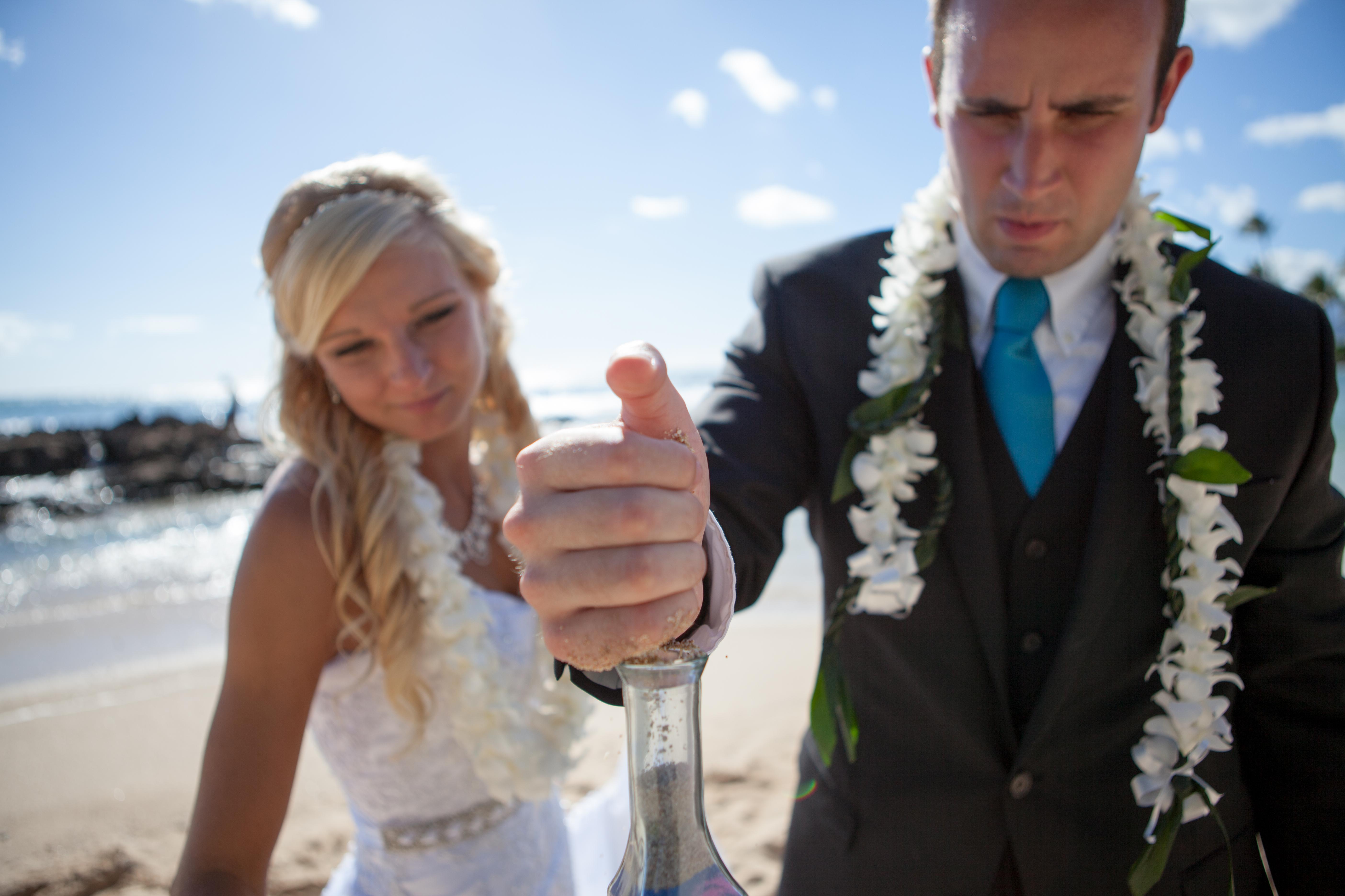 Wedding in Hawaii sand ceremony 12
