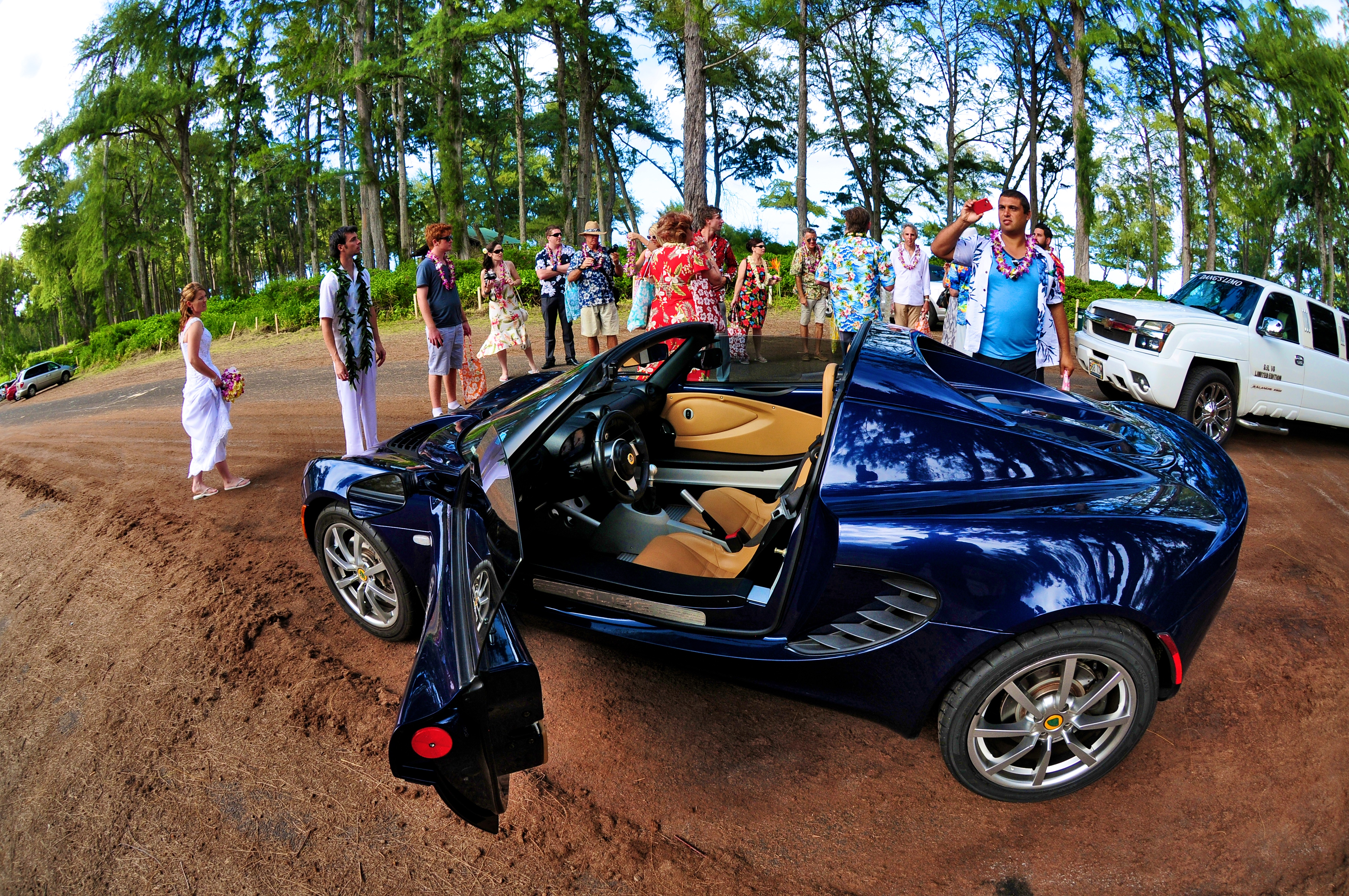 alohaislandweddings- Lotus car -21