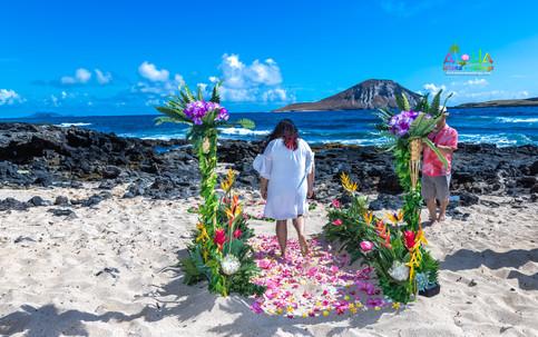 Vowrenewal-wedding-in-Hawaii-2-22.jpg