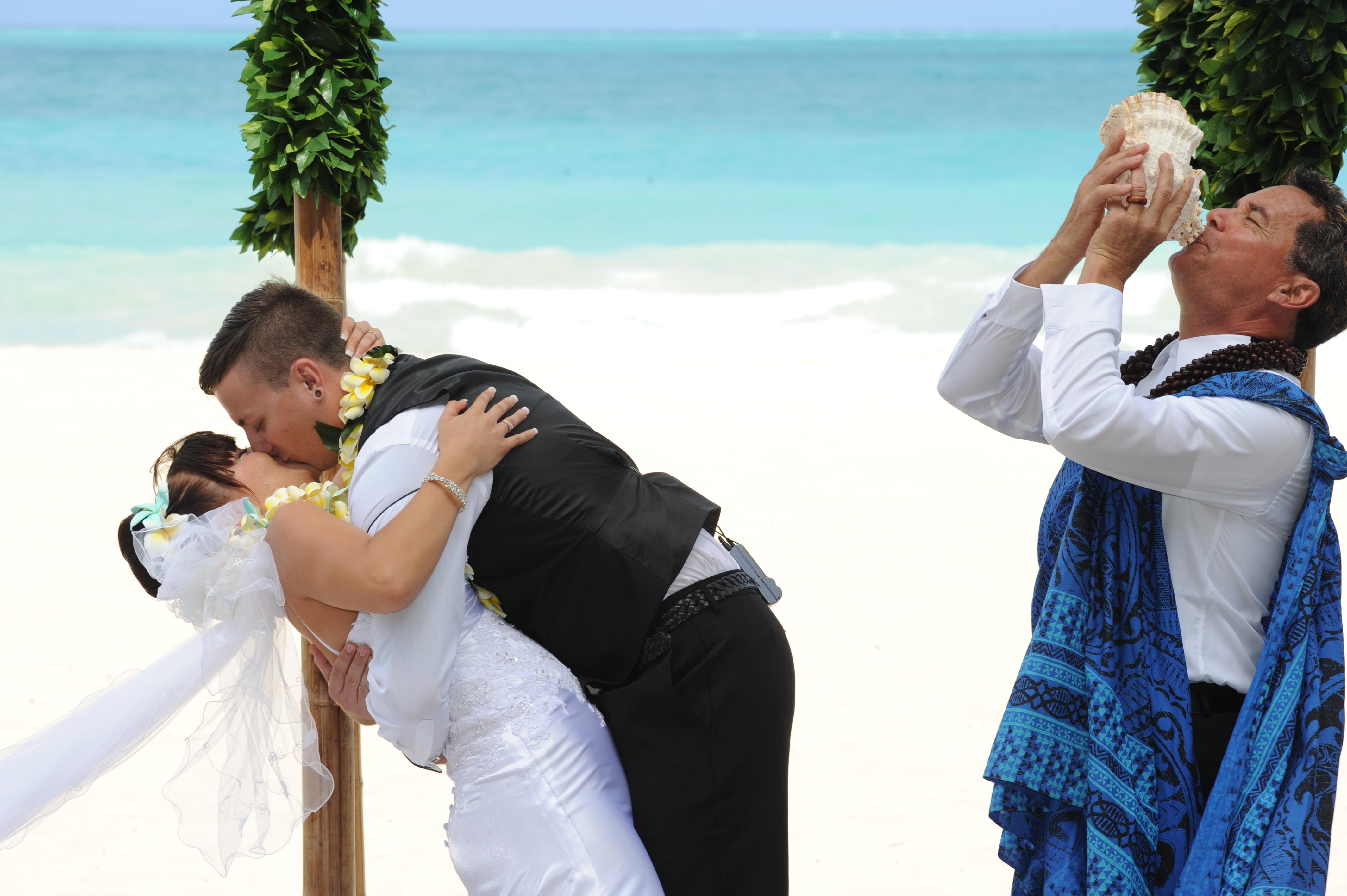 Alohaislandweddings.com- Hawaiian wedding in hawaii-128