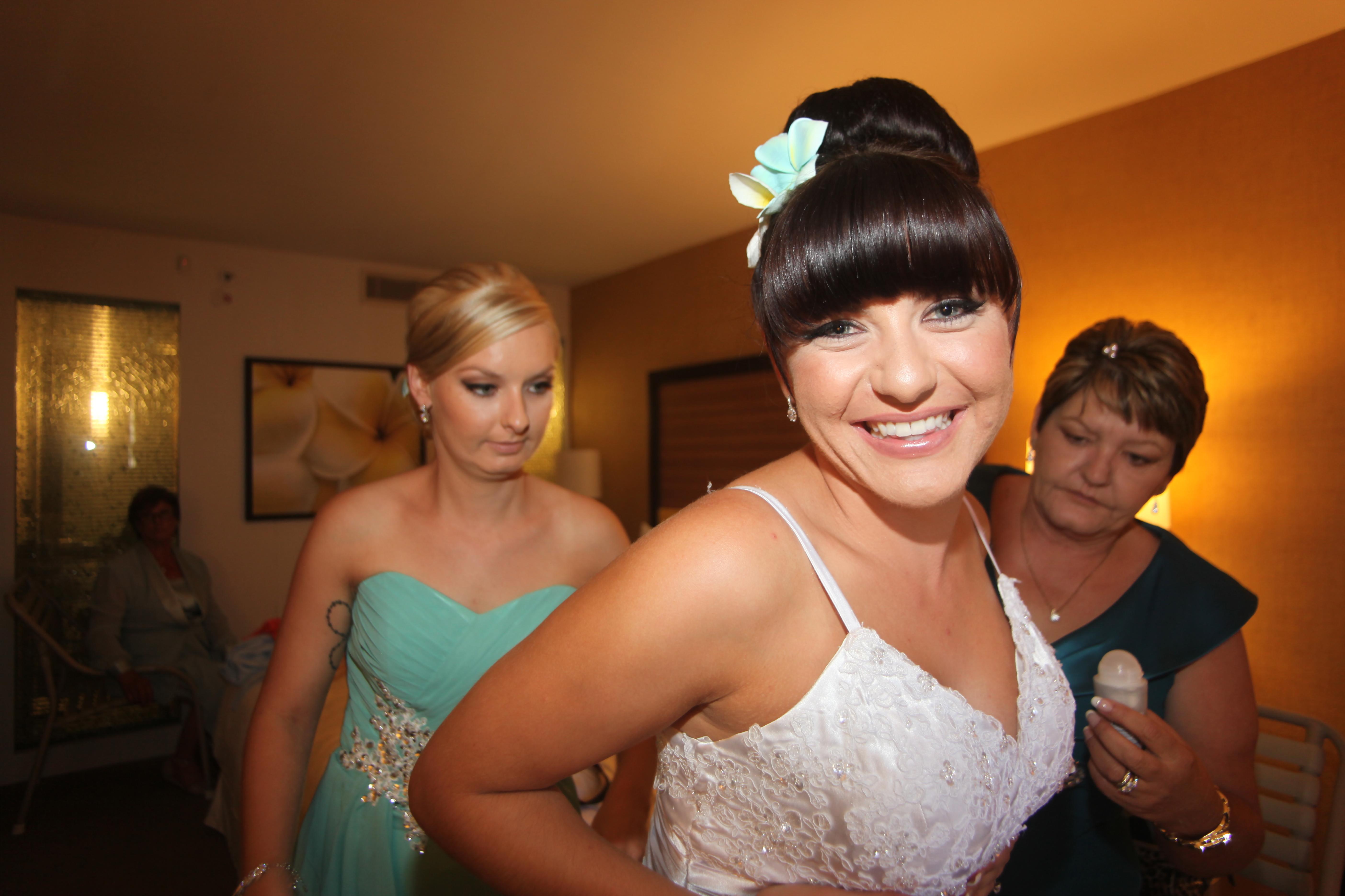 Alohaislandweddings.com- Pre wedding In The hotel room -47