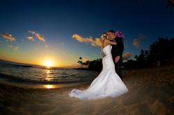 Sunset wedding photos in Hawaii 11