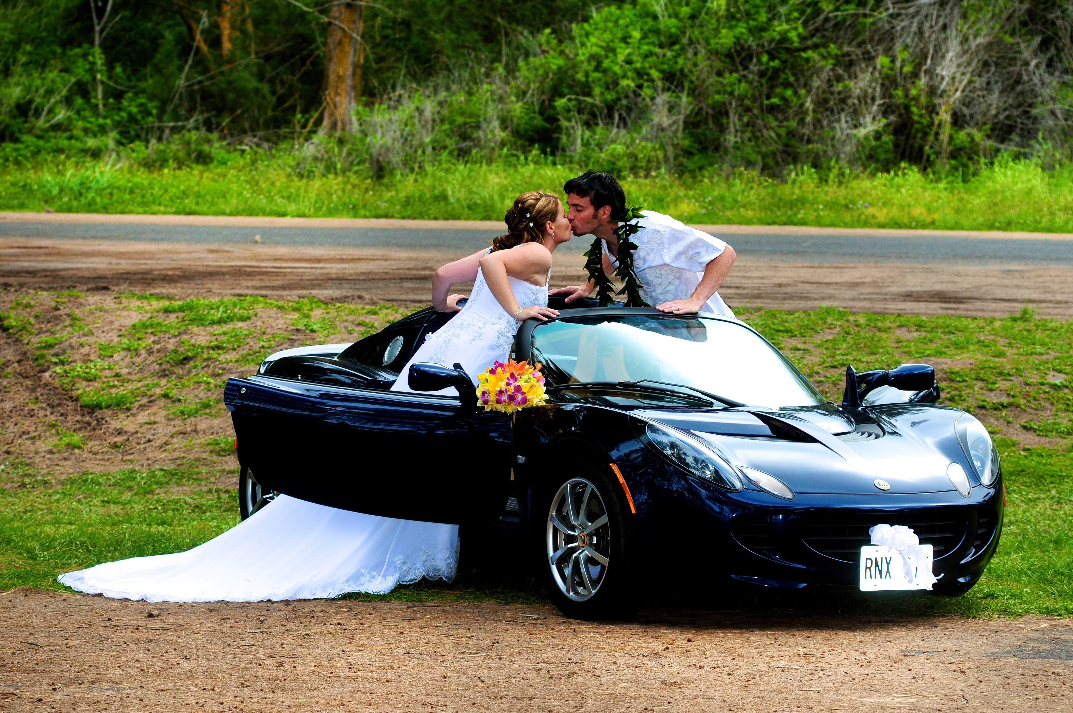 alohaislandweddings- Lotus car -28