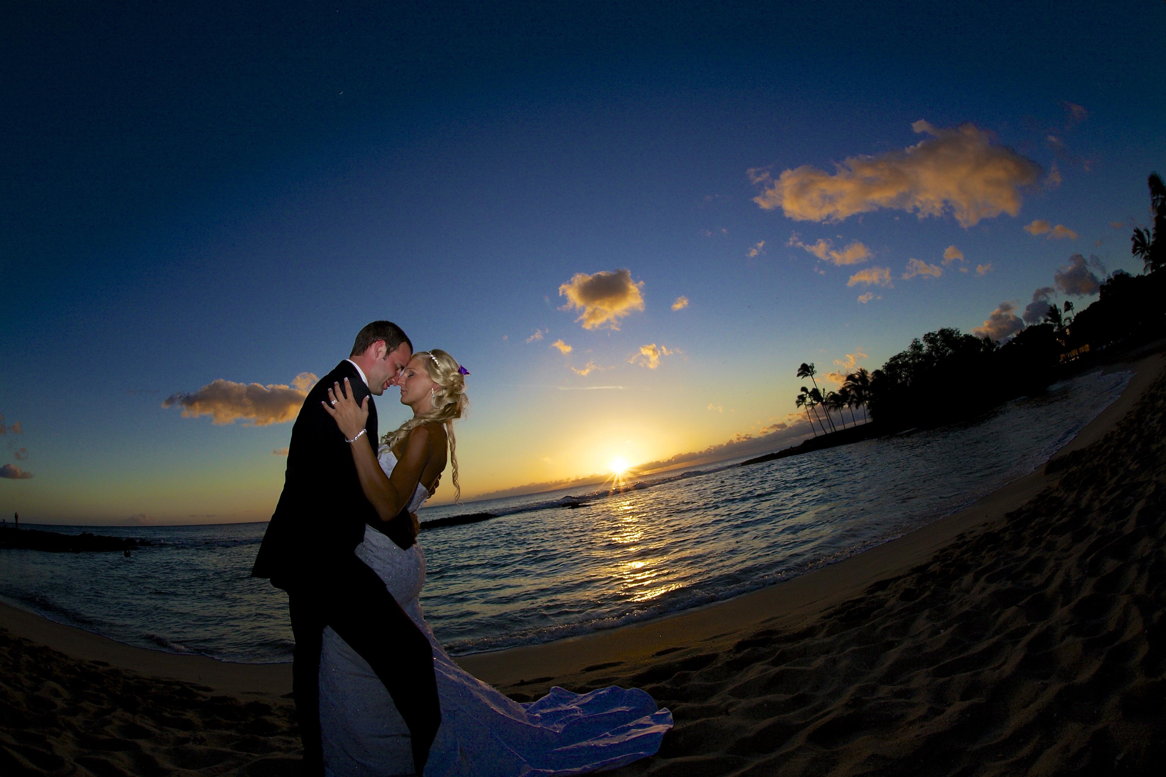 Sunset wedding photos in Hawaii 8