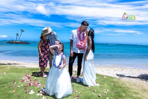 Wedding-Picture-at-Kahala-Beach-1A-309.jpg