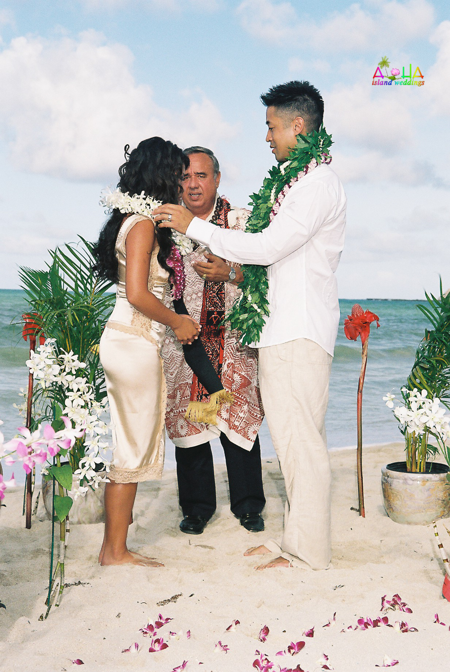 Beach wedding in Kailua-26