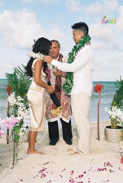 Beach wedding in Kailua-26