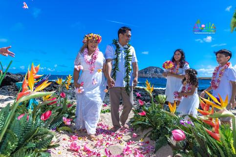 Vowrenewal-wedding-in-Hawaii-2-55.jpg