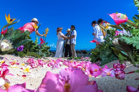Vowrenewal-wedding-in-Hawaii-2-38.jpg