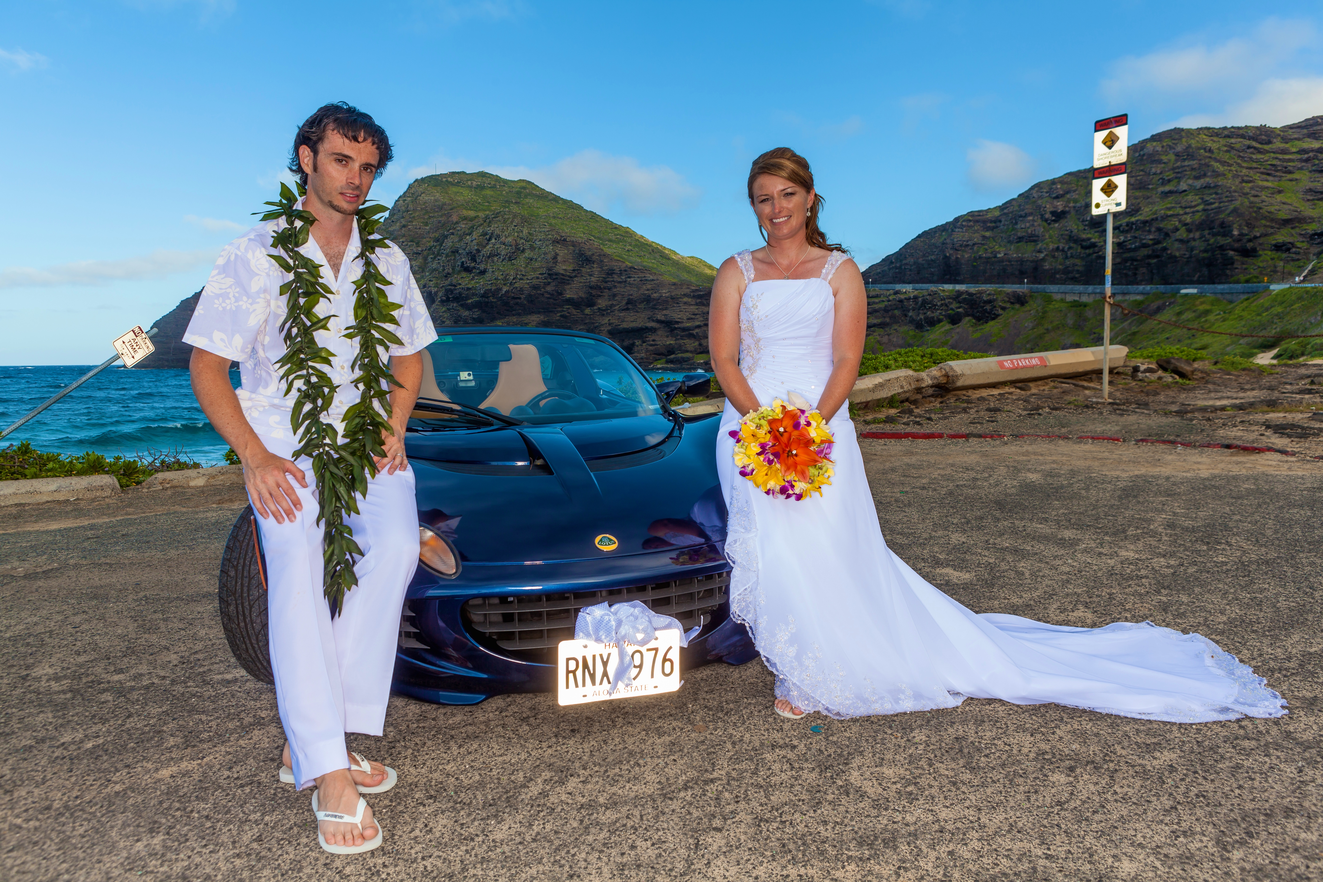 alohaislandweddings- Lotus car -19