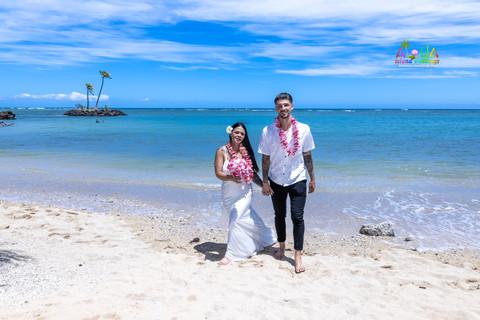 Wedding-Picture-at-Kahala-Beach-1A-325.jpg