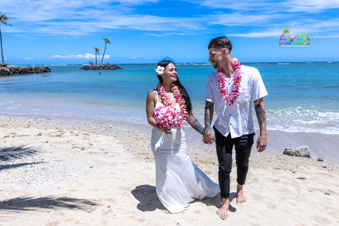Wedding-Picture-at-Kahala-Beach-1A-329.jpg