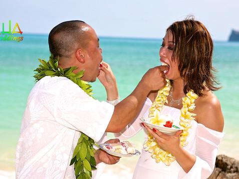 feeding eachother cake on their wedding