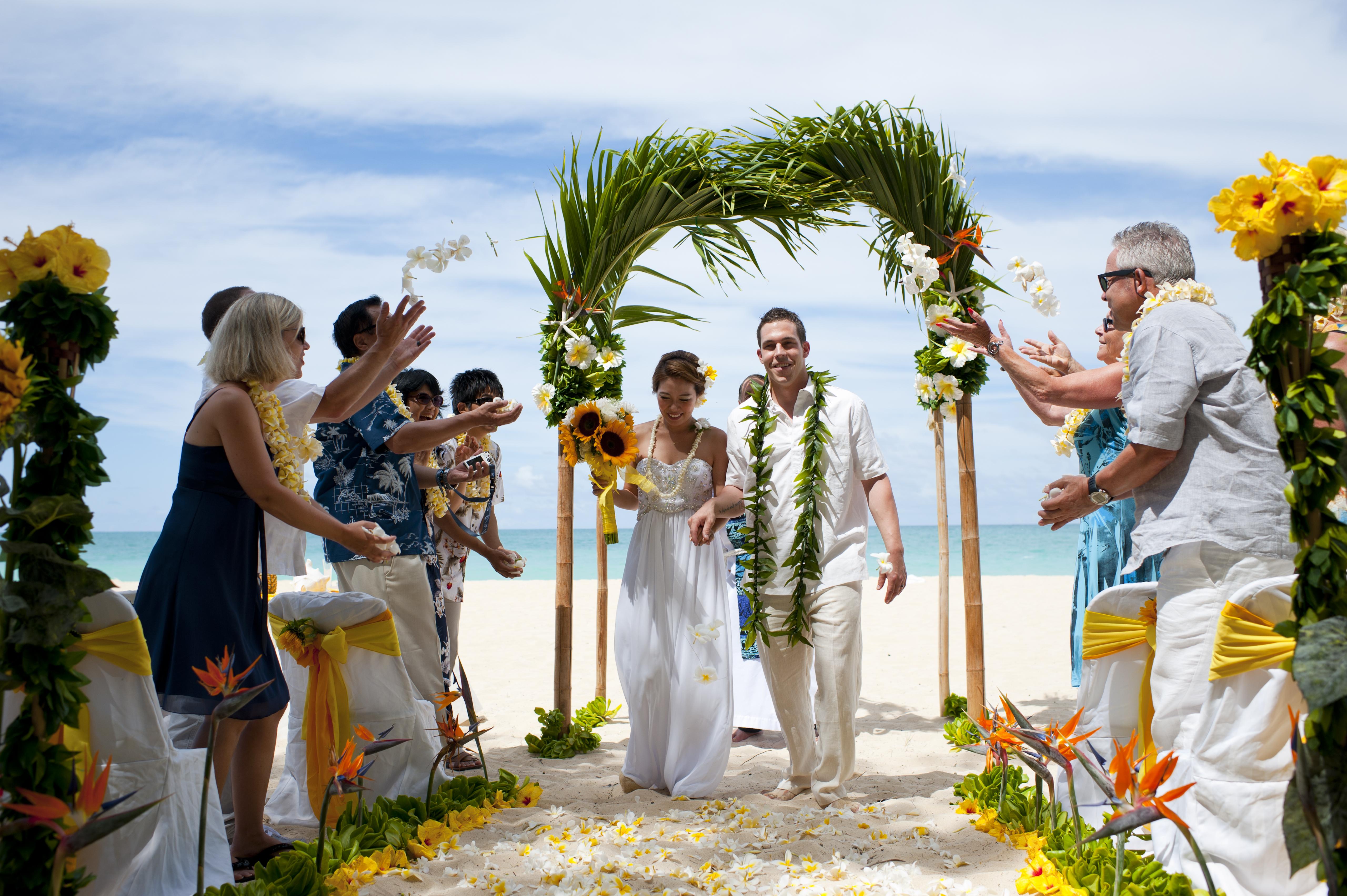 Beach wedding Hawaii 18