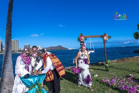 Vowrenewal-magicIsland-Hawaii-4-9.jpg