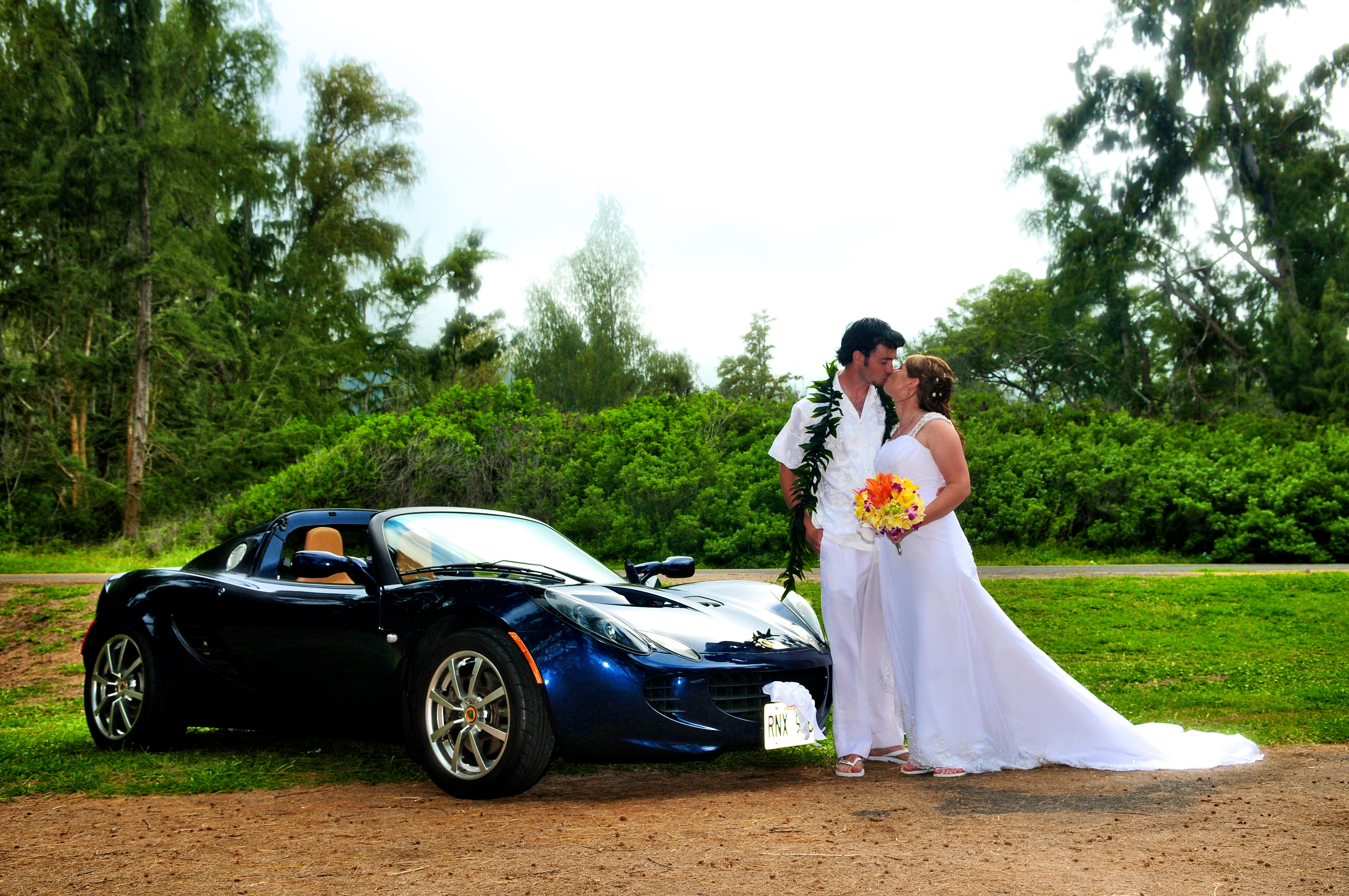 alohaislandweddings- Lotus car -25