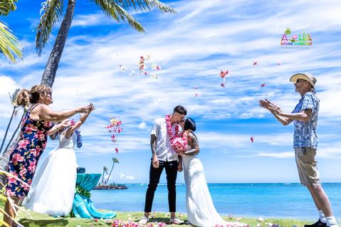 Wedding-Picture-at-Kahala-Beach-1A-265.jpg