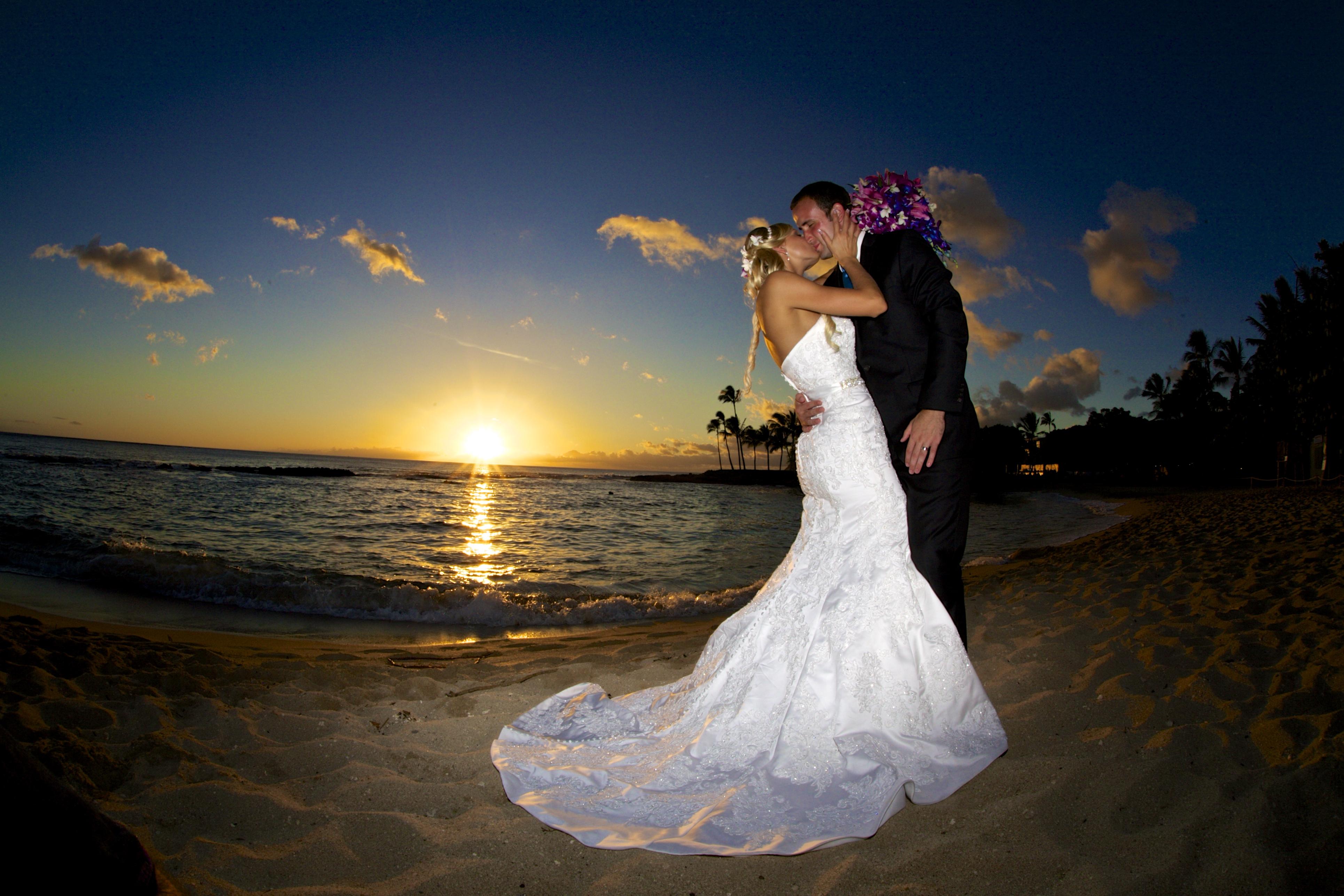 Sunset wedding photos in Hawaii 1