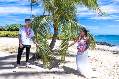 Wedding-Picture-at-Kahala-Beach-1A-454.jpg