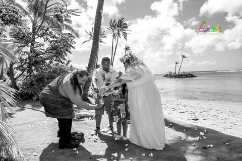Kahala-beach-in-Hawaii-wedding-1-A-207.jpg
