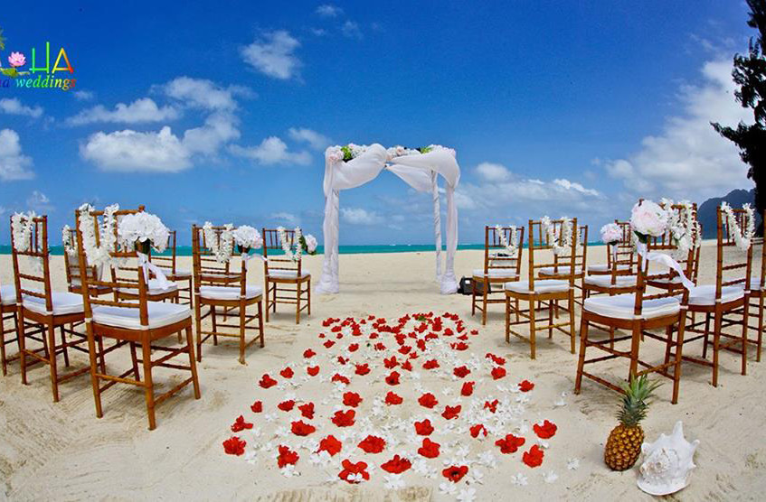wooden chiavari chairs on the beach blue sky day