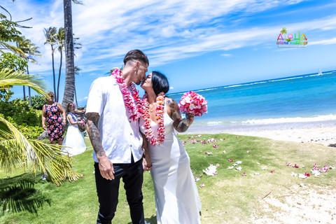 Wedding-Picture-at-Kahala-Beach-1A-256.jpg