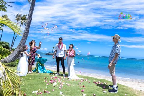 Wedding-Picture-at-Kahala-Beach-1A-250.jpg