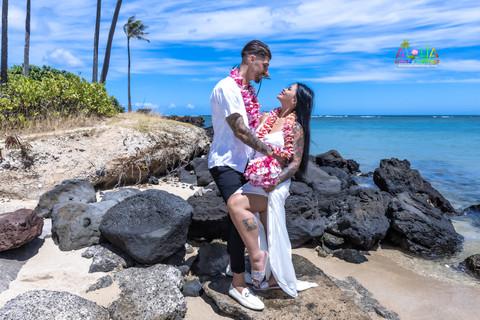 Wedding-Picture-at-Kahala-Beach-1A-412.jpg