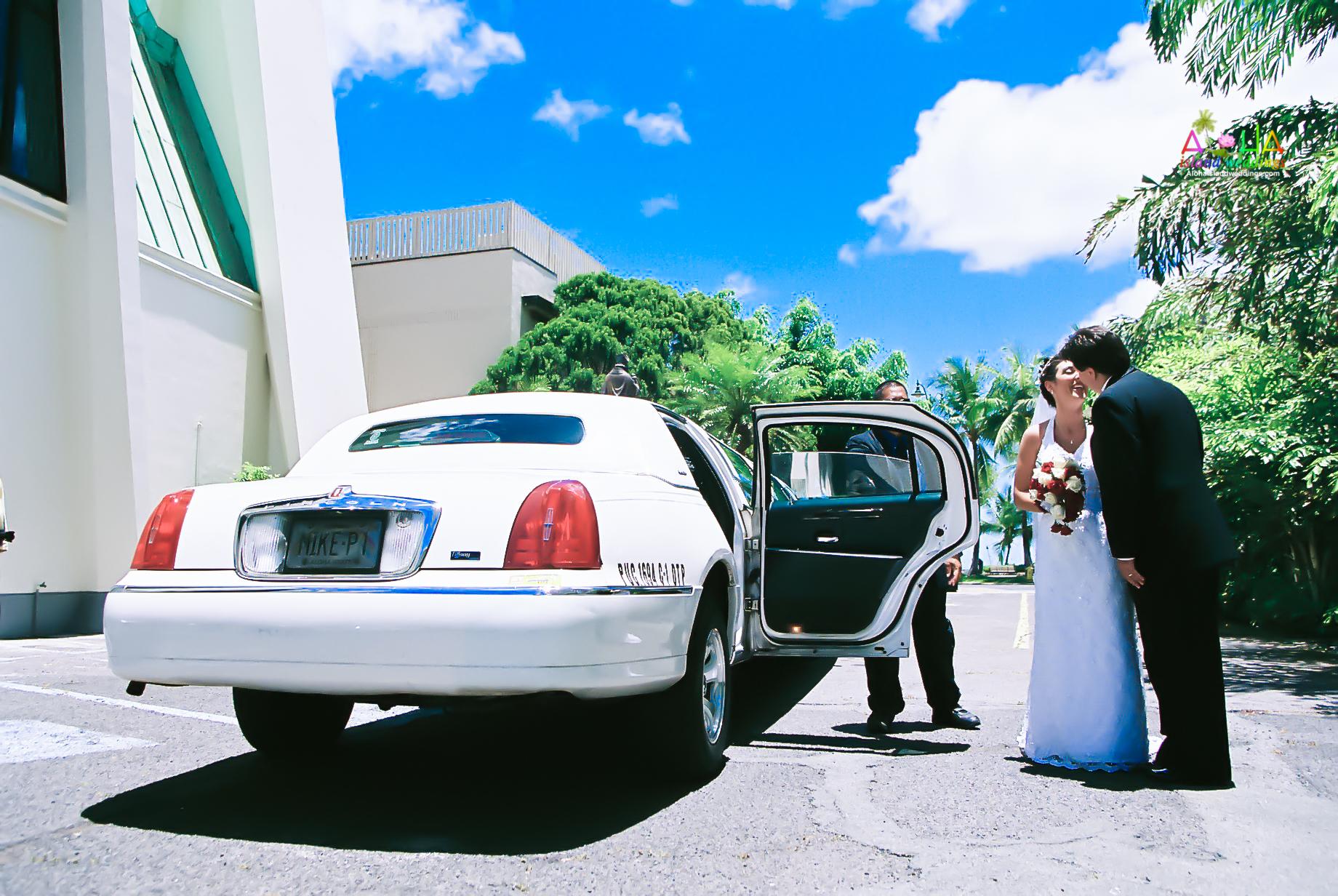 Hawaiian Church Wedding on Oahu-37
