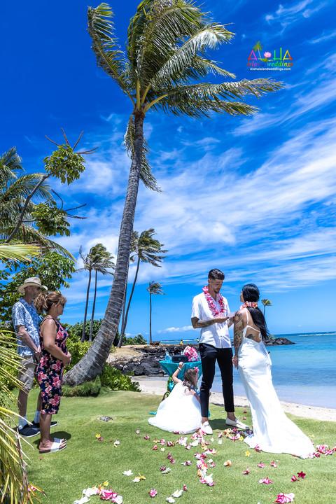 Wedding-Picture-at-Kahala-Beach-1A-214.jpg