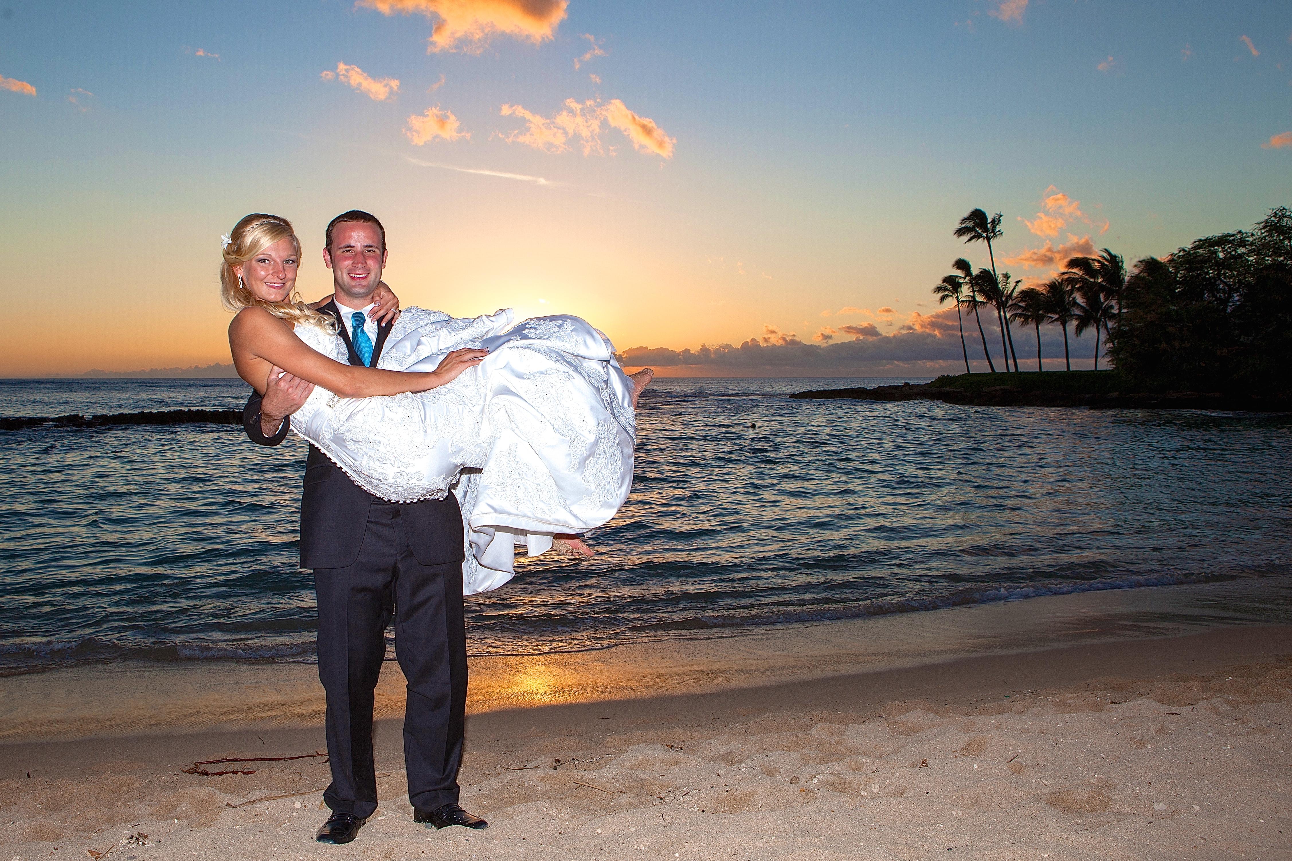 Sunset wedding photos in Hawaii 14