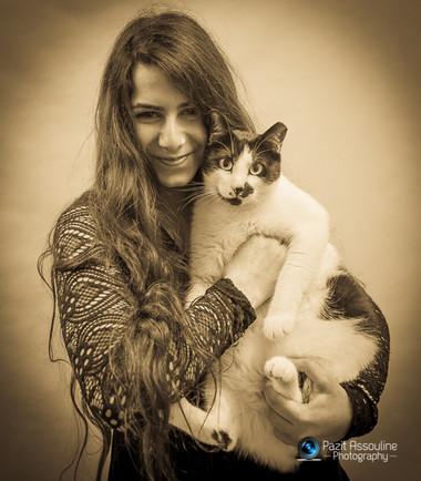 פורטרט לנערה וחתול