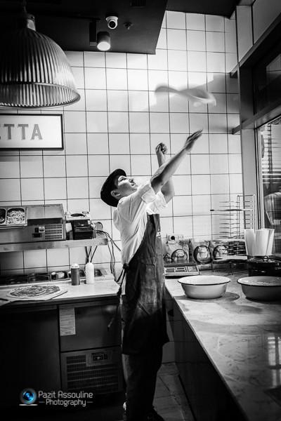 הכנת פיצה, צילום פזית אסולין