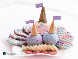 וופל בלגי וגלידה בכל צבעי הקשת