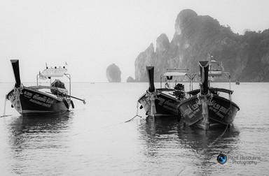 סירות בים בשחור לבן