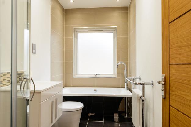 Addlestone-Surrey-after-renovation-bathr