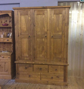 Rustic wardrobe with 3 doors and 5 drawers