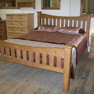 Curved slat bed