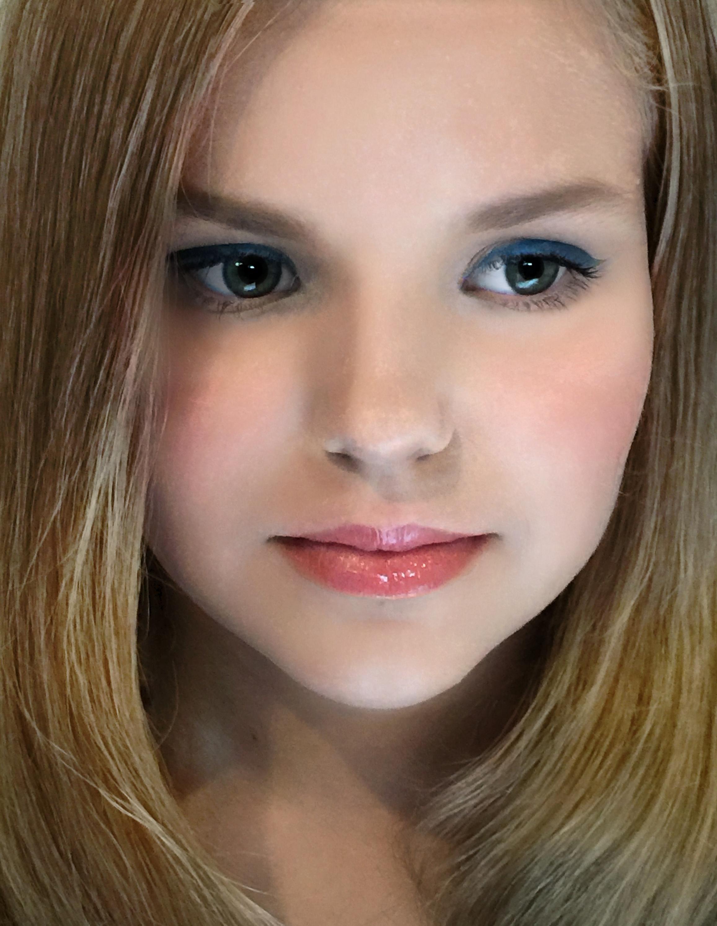 Rachel Blue eyeliner