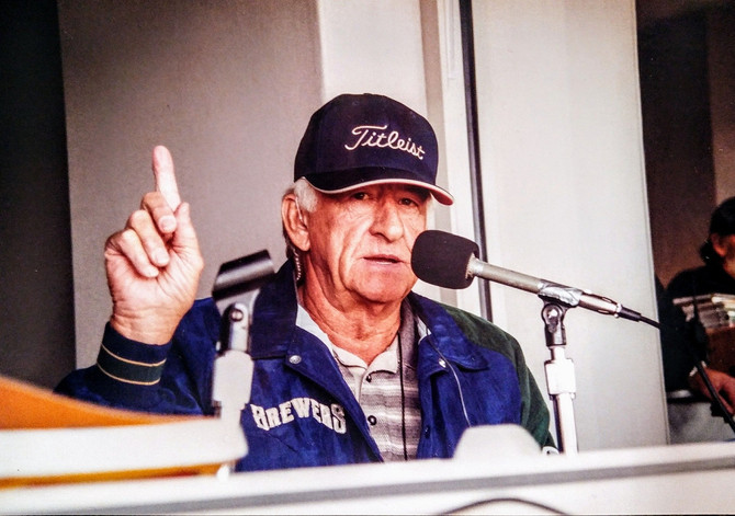 "Bob ""Mr. Baseball"" Uecker Talks"