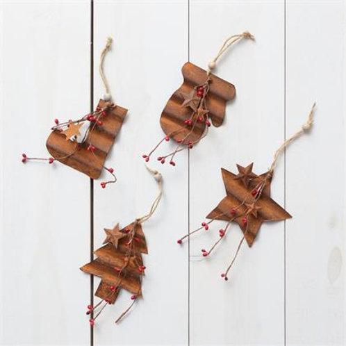Ornaments- Rusty w/Berries & Star